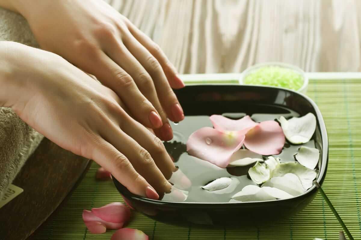 Hydrogen peroxide for manicure